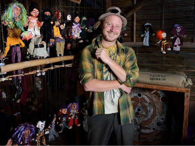 INTERACTIVE: Sol of The Squeaking Tribe marionettes in Byron Bay.