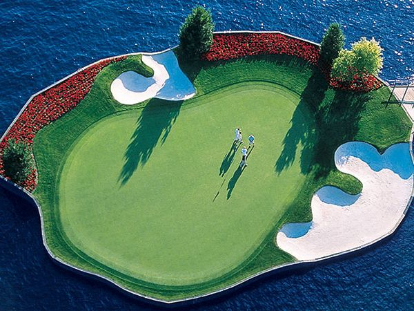 The 14th at the Lake Coeur d'Alene course in Idaho is a man-made island.