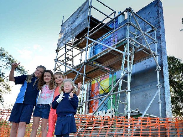 GOOD SIGN: Kaitlyn Collyer, Georgie and Gracie Bunn and Emilly Collyer give a big thumbs up to one of the entrance signs being erected at Six Mile and Chatswoth.