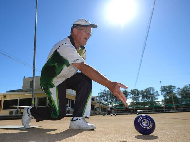 Victoria*s Frank Peniguel is travelling the country to make a Guinness World Record for the most games of lawn bowls played by an individual, and this week he*s playing at bowls clubs across the Rockhampton region. Photo Allan Reinikka / The Morning Bulletin