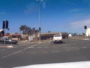 Traffic chaos at Mackay's Sams Rd