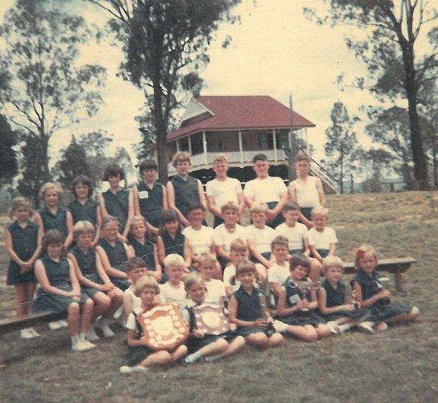 The students outside the old Carpendale school. Date not known.