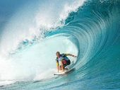 LENNOX Head's Adam Melling and Tweed's Mick Fanning  are to compete at the ASP Prime Cascais Billabong Pro  in Portugal.