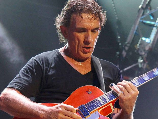 Enjoying the status of one of Australia's best guitarists, Ian Moss has evolved into a fine solo artist.