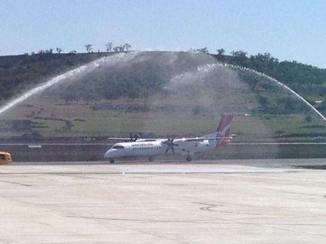 QantasLink passenger flight lands at Wellcamp Airport.