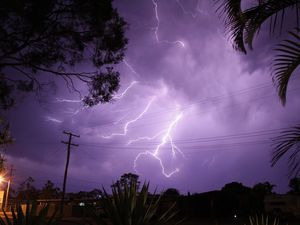 Thunderstorms on the way for Queensland, say fire crews