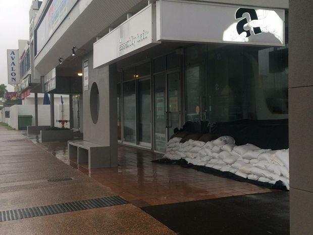 Businesses along Alexandra Parade undertake sandbagging.