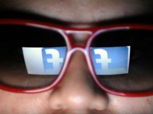 STUDY: Women nicer on Facebook
