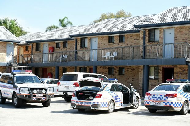 Police surround a motel on Bribie Island where they arrested several men. Photo Vicki Wood / Caboolture News