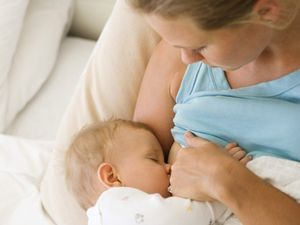 Eight ways to avoid being bothered by breastfeeding