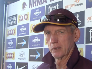 A chat with Wayne Bennett before facing the Saints