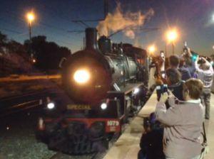 2015 Anzac Troop Train arrives at Emerald
