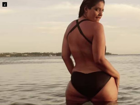 news plus size model bares cellulite stretch marks