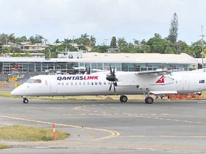 'Evasive action': Qantas landing scare at Gladstone Airport