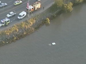 Four-wheel drive in the Brisbane River