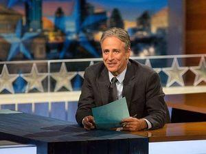 Jon Stewart blasts Fox News 'hypocrisy' on Obama blast