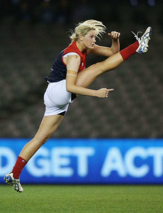 Tayla made to give women's footy a kick along | Sunshine ...
