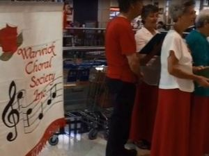 Warwick Choral Society sing carols in Rose City Shoppingworld