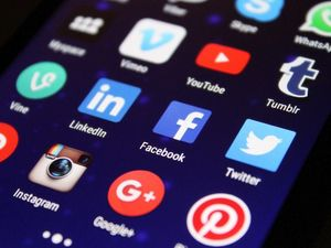 Is social media to blame for rise in narcissism?