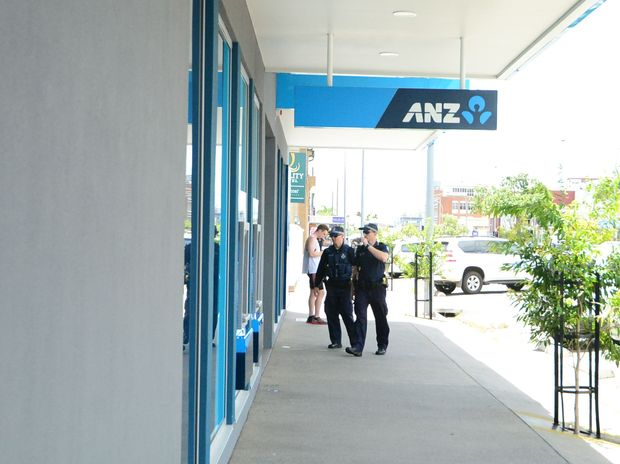 Rockhampton police head into the ANZ Bank on Bolsover St following threats.