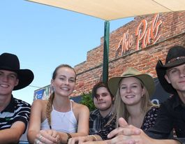 Locals wow Aussie musos at Tamworth