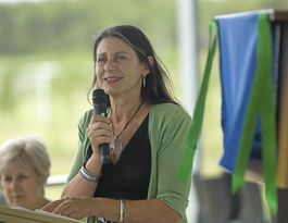 Greens call for clear targets to help close the gap