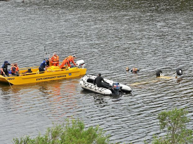 Ewingar, Yates Crossing, on the Clarence River, where SES and Police divers were trying to retrieve the plane that crashed on Saturday 12 April. Photo : Mireille Merlet-Shaw/The Northern Star