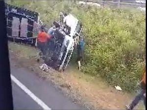 WATCH: Motorists rush to help man in Warrego Hwy crash