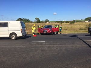 Crews rush to crash on Elliott Heads Rd
