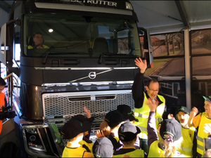 Stop, Look, Wave! Volvo's latest safety campaign, helping keep Australian kids safe.