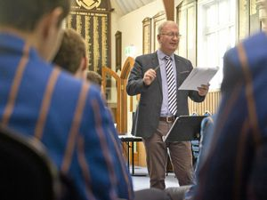 Songs of Praise director teaches Toowoomba schoolkids