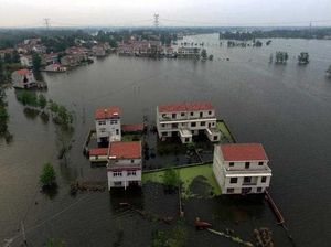 Death toll hits 150 in Chinese floods