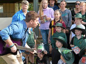 Sam Mac sings a weather report for Bundaberg
