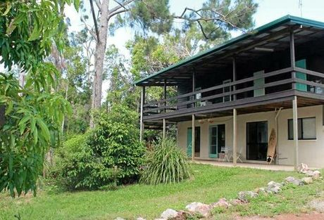 380 Coorooman Creek Rd, Cawarral sold for $565,000 on August 23, 2016.