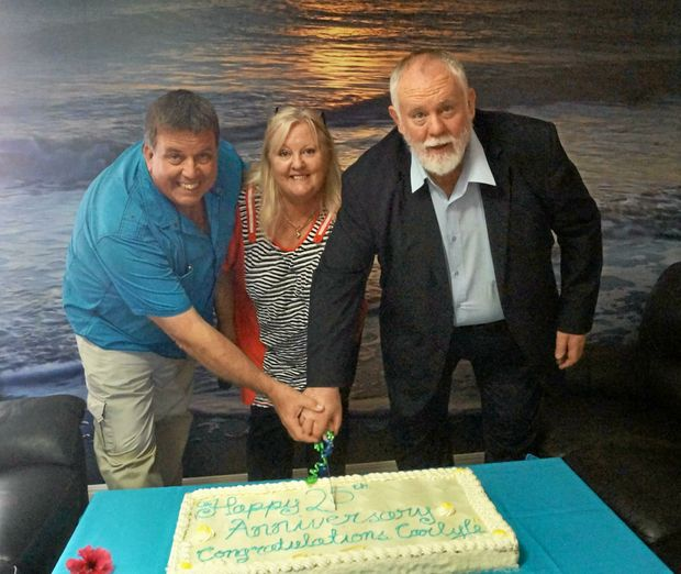 Councillor Greg Barnes, village manager Mandy Julian, and Deputy Mayor Bill Trevor cut the Carlyle Gardens 25th anniversary cake.