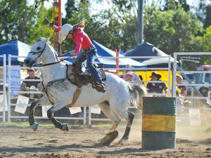 Barrel racing at the Calliope