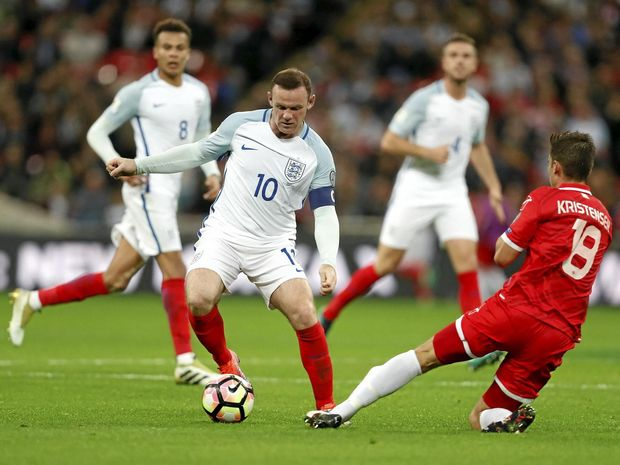 Jordan Henderson reacts to Wayne Rooney being booed by England fans