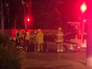 Four people trapped after car crash in West Mackay