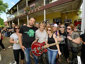 Royal performance as Goodna publican celebrates 30 years