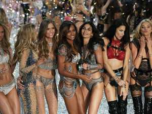 Victoria's Secret supermodels wow in 2016 Paris show