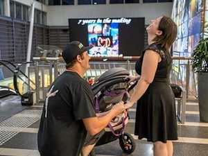 Man proposes in shopping centre