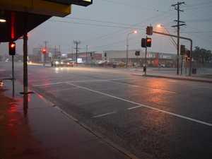 Rain pelts down across Mackay, possible thunderstorm