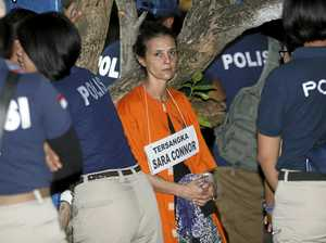 epa05516083 Australian national Sara Connor (C) participates in the reconstruction of the death of a police officer at Kuta beach in Bali, Indonesia, 31 August 2016. Australian Sara Connor and British national David Taylor, were arrested by Bali police, and are accused of murdering a local policeman on Kuta Beach. The body of police officer Wayan Sudarsa was found with deep wounds to his head and neck on Kuta beach on 17 August 2016.  EPA/MADE NAGI