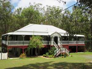STUNNING QUEENSLANDER WITH DUAL LIVING