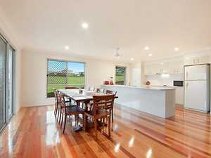 MODERN FAMILY HOME WITH VIEWS TO THE HINTERLAND ON A QUARTER ACRE BLOCK