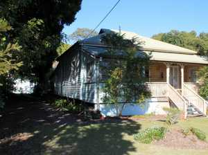 COUNTRY COTTAGE, LARGE BLOCK & WALKING DISTANCE TO CBD