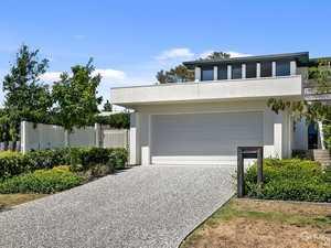 Modern & Luxurious Villa Living