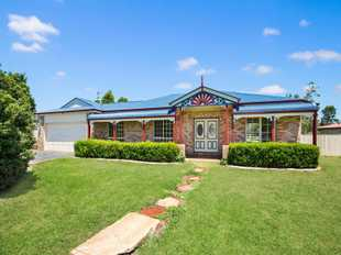 Lowset brick & colorbond home only 18 months old.  Features 4 built-in bedrooms, main serviced by en...