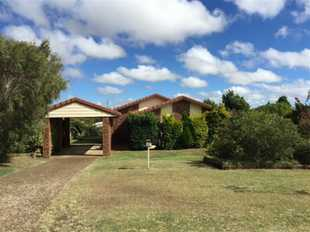 This lovely home is located at the end of a quiet street in Wilsonton. Featuring a spacious lounge w...