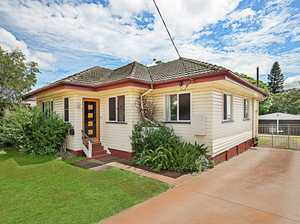 Fantastic Value All On 862m2 Block Plus Shed!